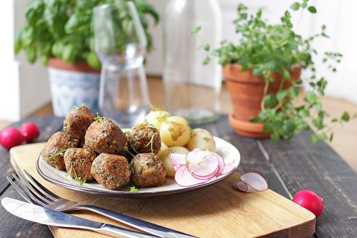 Vegetarian Meatballs with roasted sunflower seeds, cheese and tahini!