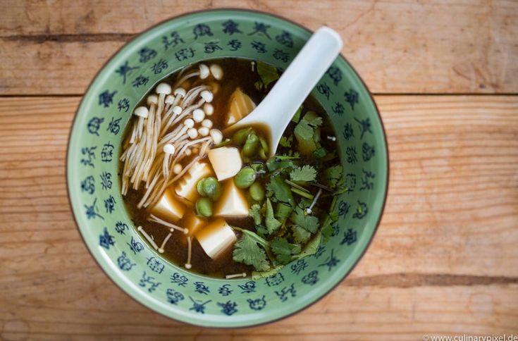 Miso-Suppe mit Seidentofu   Selbstgemachter Dashi-Fond aus Räuchersaibling…