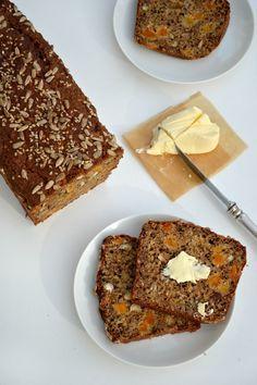 A lovely cake: Grovt bröd med frukt och nötter. Mitt favoritbröd!