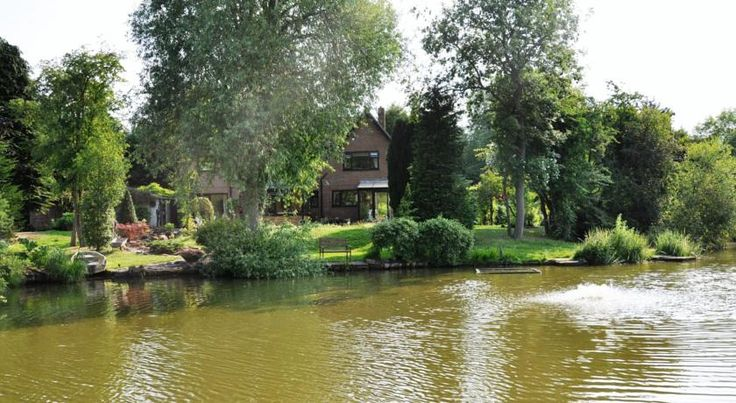 The Willows Bed & Breakfast York Just 3 miles from York city centre, The Willows Bed and Breakfast is a country guest house is set in over 7 acres of picturesque grounds, with stunning lake views.