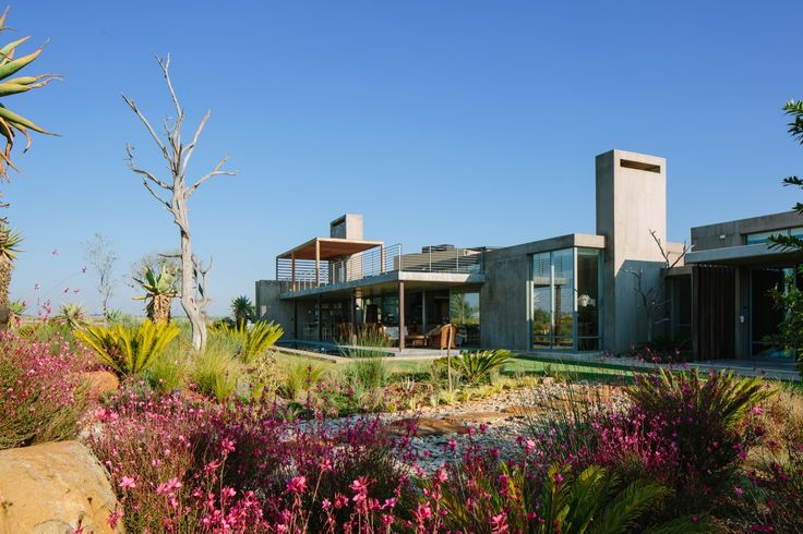 Gallery of Spine Wall House / Drew Architects - 1