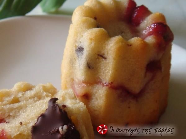 Muffins με σοκολάτα και φράουλα #sintagespareas #muffins #sokolata #fraoules