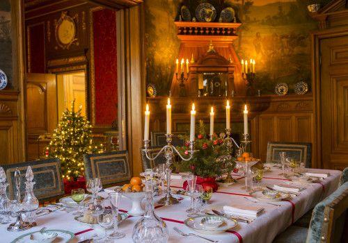 Hoe Simon van Gijn en zijn vrouw Cornelia Vriesendorp kerst en oudjaar vierden, weten we eigenlijk niet. Er zijn nauwelijks bronnen bewaard gebleven. Alleen een paar menukaarten van kerstdiners. De gerechten spreken echter zeer tot de verbeelding!