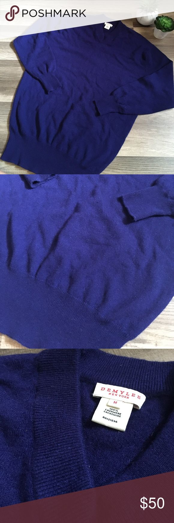 "DEMYLER Neiman Marcus 100% cashmere  sweater m DEMYLER New York brand, size M. 100% cashmere blue color. Excellent shape. Length 28"" 21"" underarm to underarm DEMYLER Sweaters V-Necks"