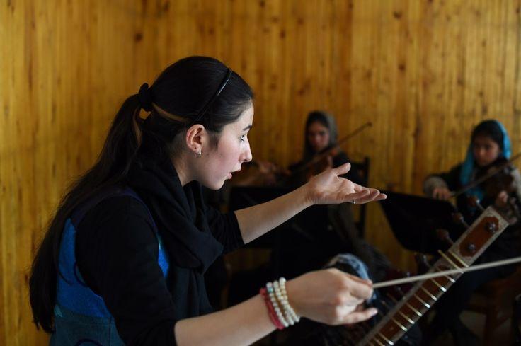Afghanistan : Negina Khpalwak, première femme chef d'orchestre