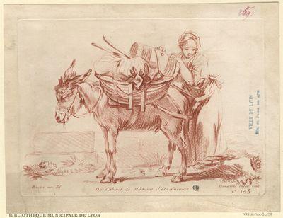 Un Ane, de profil à gauche, sur le bât duquel, une femme, à droite, pose un petit tonneau