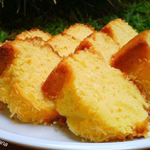 Bolu Keju  Bahan: 200 gr terigu protein sedang 175 gr gula pasir 2 butir telur ayam 125 gr margarin 150 ml susu uht 1 sdt baking powder 1/2 sdt vanila bubuk 20 gr keju parut Keju parut ekstra untuk taburan  Cara Membuat: 1. Panaskan oven 180 dc. 2. Olesi loyang dengan sedikit margarin. 3. Kocok gula dan margarin dengan mikser kecepatan ti.....