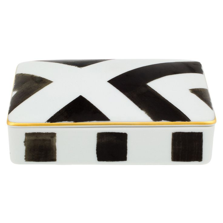 Bring high fashion to any setting with this beautiful Sol y Sombra card box from the Christian Lacroix Tales of Porcelain collection. Created in partnership with prestigious porcelain makers Vista ...