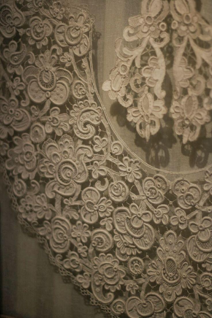 The Sheelin Antique Irish lace Museum Inishmacsaint Lace... irská krajka v celé své kráse