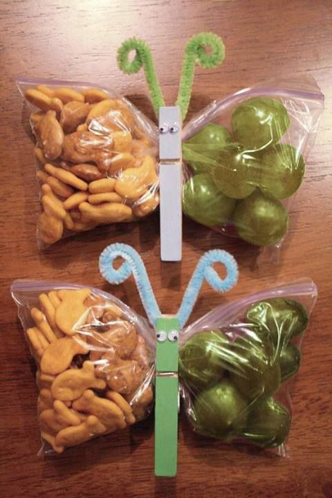 Butterfly snacks... so cute. [use 2 sets of baggies so they're symetrical!!!]