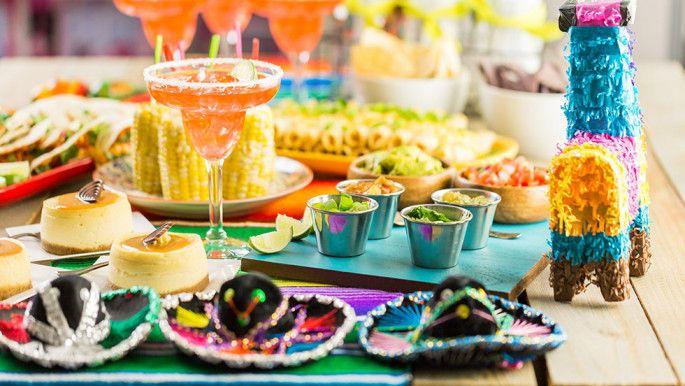 Tex-Mex är en mix av smaker från Texas och Mexiko. Här hittar du goda recept på tacos, fajitas och enchiladas samt goda tillbehör som salsa och guacamole. Perfekt för fredagsmyset!