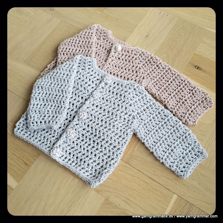 This is in Danish but gives a link to an English PDF version.  Sized newborn/0-3 mos made with worsted weight yarn.