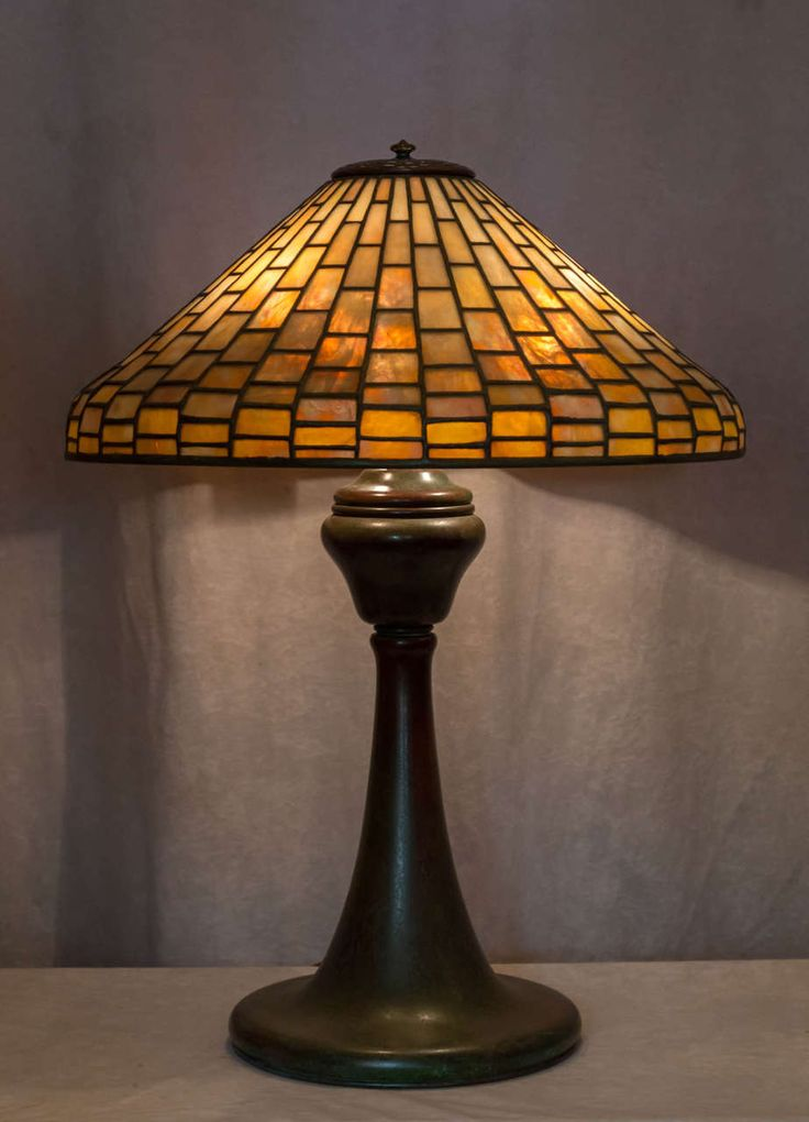 Signed ''Tiffany Studios'' Leaded Glass Geometric Table Lamp - Arts and Crafts -  1905 - USA