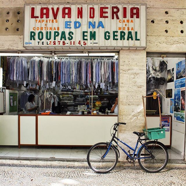 Bicycles in Rio de Janeiro By La Ciudad al instante ©  #riodejaneiro #brasil #instagram #instagramers #primerolacomunidad #instagrambrasil #instagramriodejaneiro #facade #fachada #bycicle #sudamerica