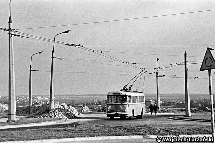 Skoda 9Tr #556 Poczatek lat 70. 54 skreca w ulice Filaretow. Z tylu po prawej widac Stary Las.