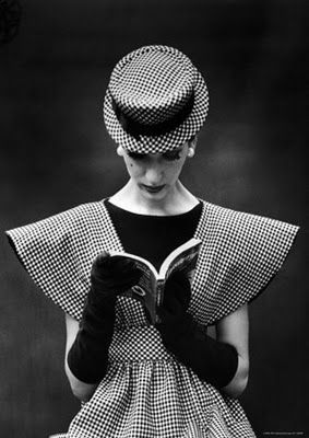 Simone D'Aillencourt modeling a Traina-Norell dress, 1959. Photo: Nina Leen.