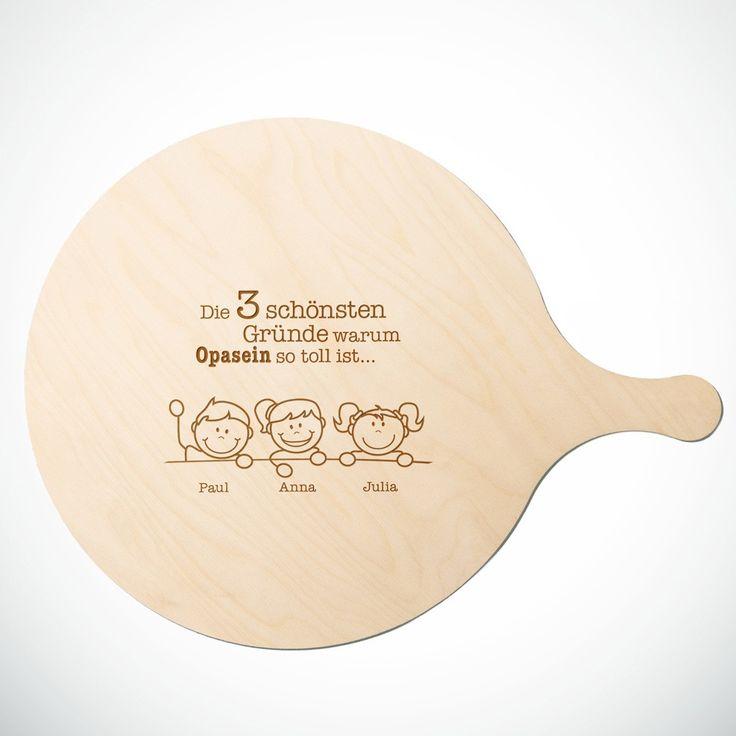 """Unser Pizzabrett mit Gravur """"Warum ich es liebe Opa zu sein"""" Ihr Wunschname auf ein Flammkuchenbrett graviert. Perfekt für Großväter! #Großvater #Opa #Geschenk #Pizzabrett #Flammkuchenbrett #Holzbrett #Holz #Schneidebrett #Gravur"""