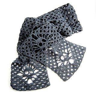 Narrow Crochet Skull Scarf - Free crochet pattern by Karin Kaufmann. Totally making this for Laura for Christmas