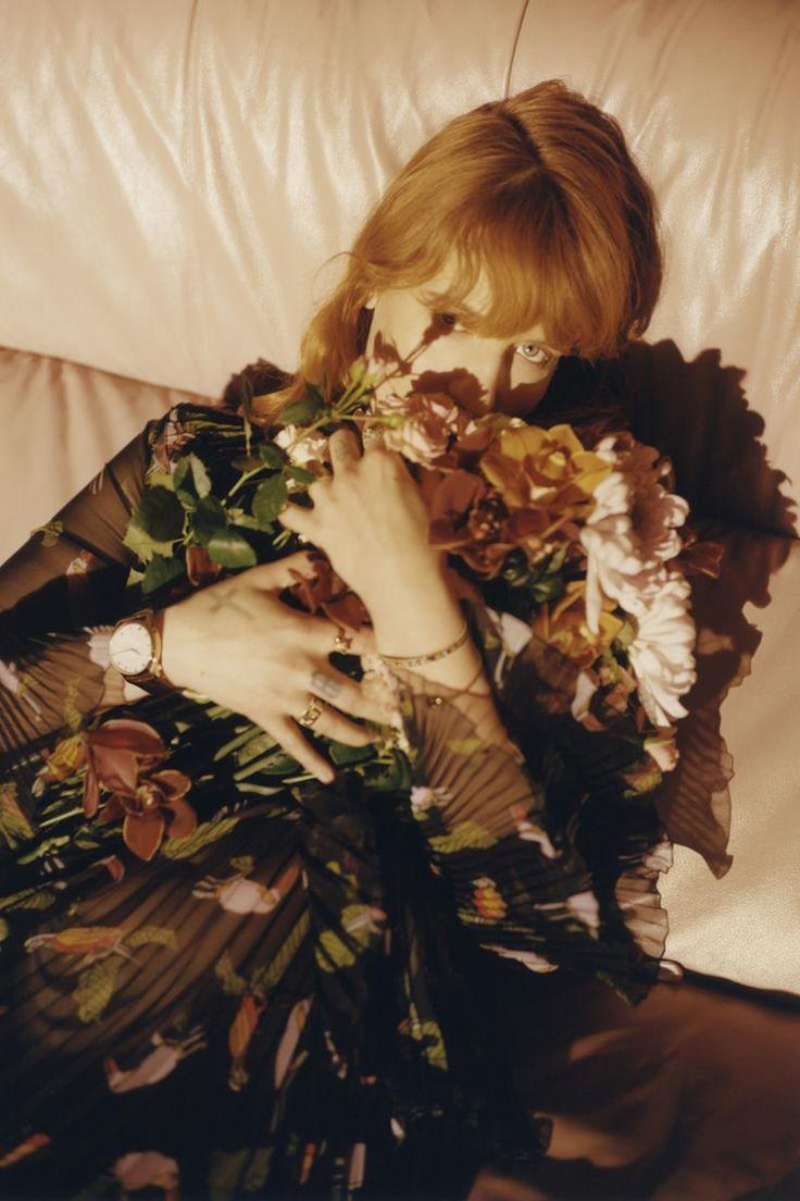 """Florence Welch nuova ambasciatrice Gucci - Per incarnare lo stile della sua collezione di orologi e gioielli, Alessandro Michele punta su una testimonial rock! Niente immagine liscia e solita """"bellezza da copertina"""" ma un diamante grezzo dall'animo puro ed esplosivo.  - Read full story here: http://www.fashiontimes.it/2016/03/florence-welch-ambasciatrice-gucci/"""