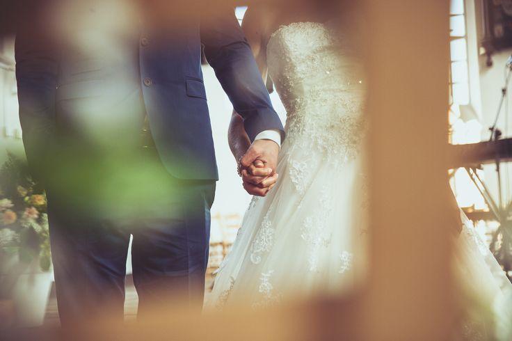 Groom and bride holding hands at their wedding / Bruidspaar houden handen vast tijdens hun bruiloft.  Made by me / Gemaakt door mij: www.fotozee.nl Ik ben graag jullie trouwfotograaf! photography trouwfoto's trouwfotografie bruidsfotografie