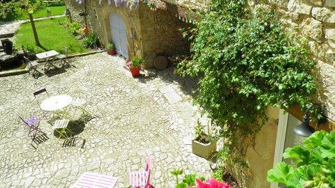 """Chambre d'hotes en Aveyron """"LE CLOS DU BARRY"""" située à SEVERAC L'EGLISE entre RODEZ et SEVERAC D'AVEYRON."""