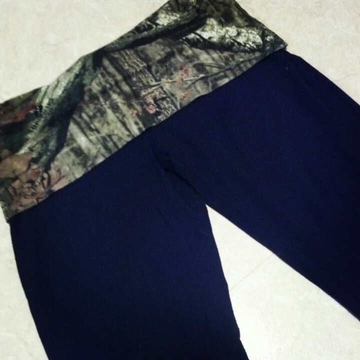 I LOVE my camo yoga pants :)