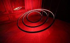 Circular est une oeuvre artistique lumineuse et cinétique signée par Christopher Bauder du Studio de conception WHITEvoid. Dernièrement présenté à la Galerie d'Art l'Éléphant Paname à Paris (France). Composé de 3 anneaux équipés de rubans de Led intelligente (Led à Led) ce dispositif est suspendu sur 9 moteurs pilotés.