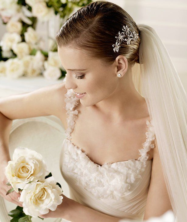 MORA » Wedding Dresses » 2013 Glamour Collection » La Sposa (close up)