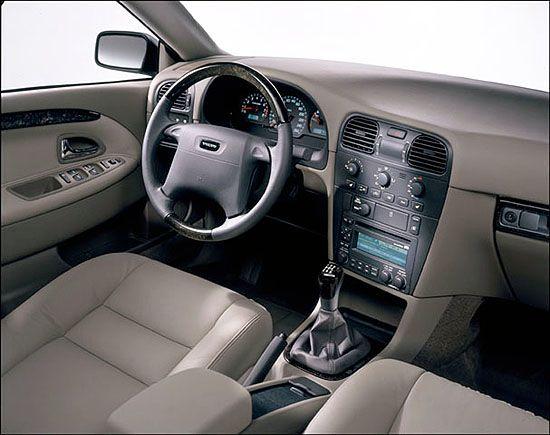 Volvo S40 (2000–2004).