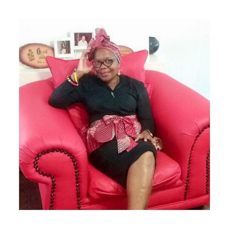 G L A M  ___________________________________________ She's all the things I aspire to be... always dressed in point with impeccable style  . Happy Mother's Day to my Queen  @sallytsipa . #happymothersday #mothersday #queen #myqueen #queenofmyheart