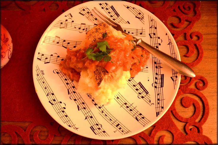Taste me! Eat me!: Łosoś w paprykowej salsie na ziemniaczanym piurre