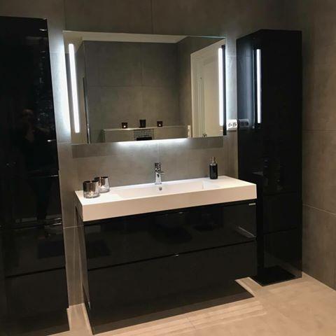 Ja hvorfor ikke gå for en sort baderomsinnredning? Utrolig lekkert og lunt! Her er MIE innredningen og høyskap fra det utrolig flotte badet til @angelinenilsen. Takk for at vi får lov å dele! #vikingbad #baderom #nordichomes #nordiskehjem #baderomsinspo #baderomsinspirasjon #interior123 #interior4u