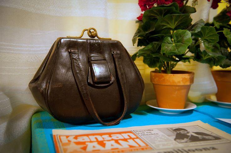 """Fannyn käsilaukku """"veska"""" symbolisoi kokonaista aikakautta ja työväneluokan niukkaa elämää."""