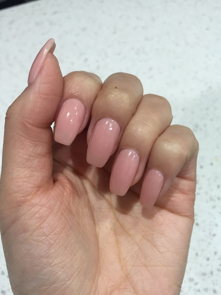 Over the past few years, more and more people are opting for Shellac or SNS nails. After trying out both products myself, I can finally identify the differences between both.