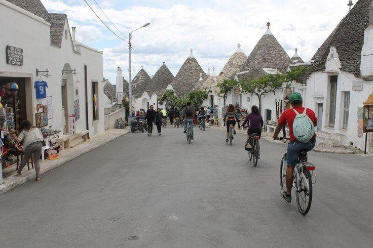 #DiscoveringPuglia Domenica 26/05 con INTOTHEBIKE ad Alberobello  Twitter / FrancescoLiuti  http://discovering.viaggiareinpuglia.it/?event=percorso-in-bicicletta-alberobello