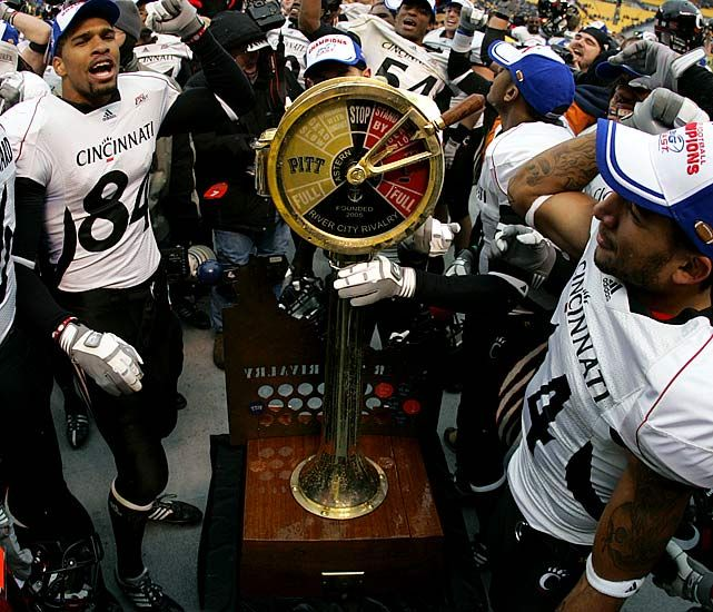 rivalries of college football The oldest rivalries in college football have been played for more years than many schools have had teams learn about the oldest rivalries and the teams that play in them.