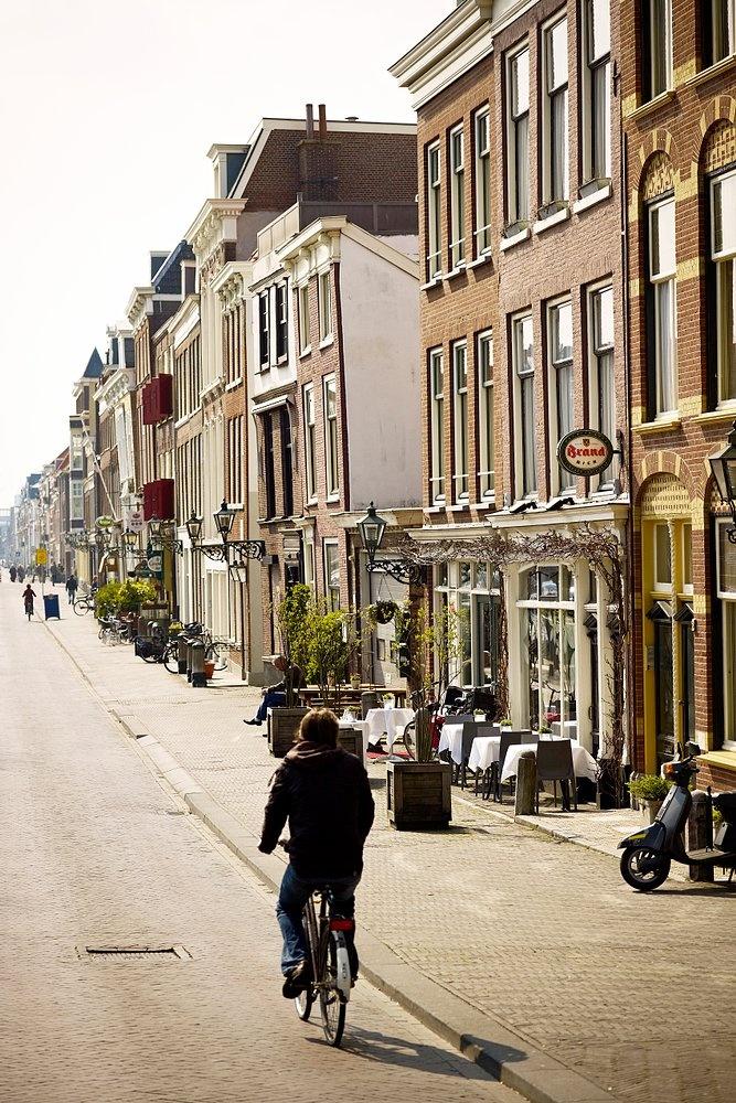 Terraces along the Dunne Bierkade in the centre of The Hague (Photo courtesy: Gemeente Den Haag/Piet Gispen).