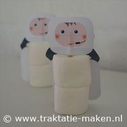 Astronaut Nodig: Werktekening, 2 witte marshmallows, cocktailprikker,   Werkwijze: Print de werktekening en knip deze uit. Vouw de stippellijnen. Plak de prikker alleen tussen het hoofdje. Prik 2 marshmallows aan de prikker en klaar is je astronaut. http://www.traktatie-maken.nl/traktatie-maken-img/werktekening/astronaut.pdf