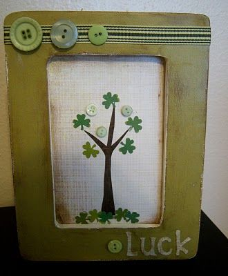 St Pady's  Day frame.....click for tutorial.   Blogger used paper punch for shamrocks, but why not look for something similar in the craft store?