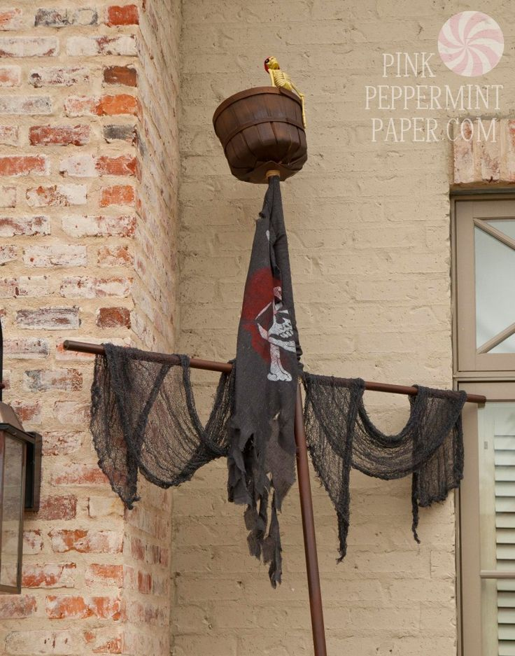 PVC Pirate Ship Mast from Pink Peppermint, the blog Shipwreck Cove - halloween pirate decorations