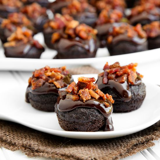 Double chocolate BACON cupcakes  ~ mmmMMMmmm! BACON and Chocolate!: Desserts, Double Chocolates, Chocolate Bacon Cupcakes, Food, Cakes Cupcakes, Delicious Bacon, Bacon Brownies, Chocolates Bacon Cupcakes, Bacon Recipe