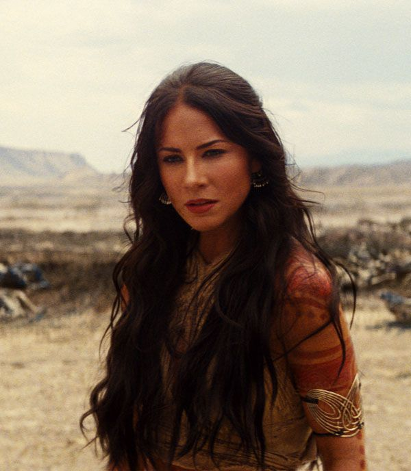 Long, dark, wavy hair. Lynn Collins as Dejah Thoris in John Carter-She's awesome!