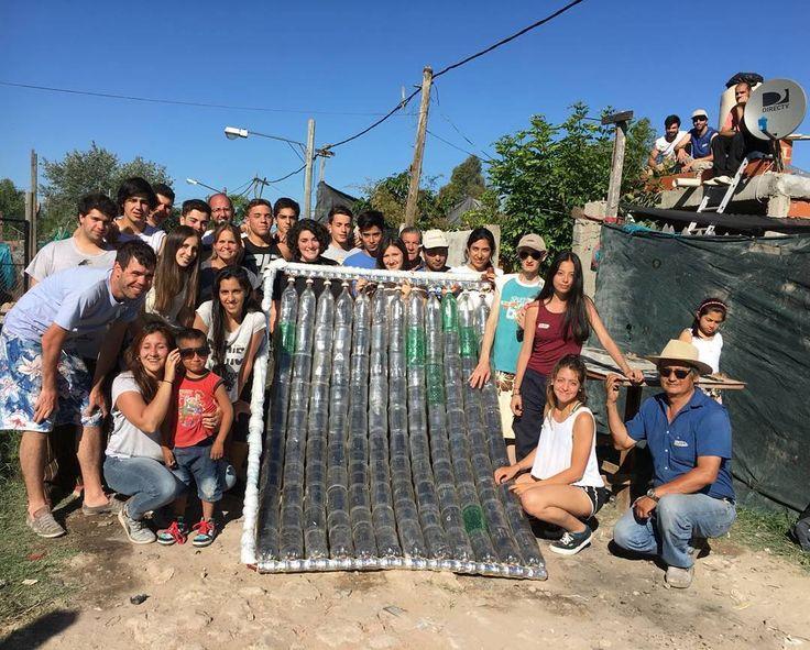 Un sábado más de agarrar un montón de desechos y convertirlos en mejoras reales para viviendas precarias esta vez gracias a las manos de pibes de 17 y 18 años  COLECTOR NÚMERO 90! Vamos que llegamos al 100 antes del 2018  #sumandoenergias #hayequipo #waterheater #recycling #solarpower  Ah mis rulos ordenados no reflejan mi condición de zombie pero quedaron re lindos para la foto