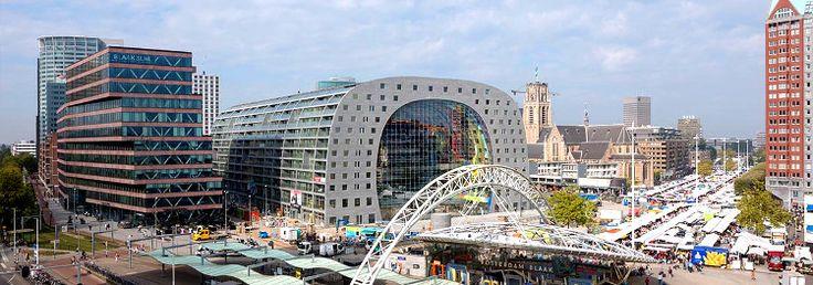 Ya hemos hablado aquí de Róterdam más de una vez: una ciudad moderna y dinámica que ha hecho de la arquitectura contemporánea su principal seña de identidad. Así, frente al atractivo histórico de otras urbes holandesas como Ámsterdam o Utrecht, Róterdam presenta un perfil distinto, actual, futur