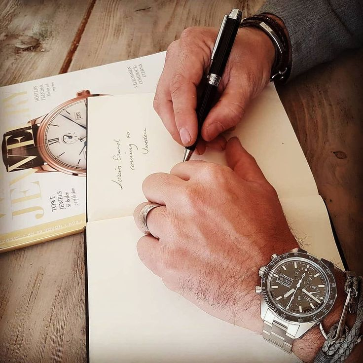 Louis Erard Sportive together with Maserati pen. You will find them soon at astorbond.com.  #astorbond #louiserardwatch #swissmade #maserati #watchesofinstagram #watches #watchnerd #mensstyle #pens