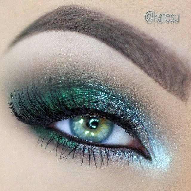 sparkly, emerald New Year's Eve make up using all @motivescosmetics by @Loren Cline Cline Ridinger  I used a black pencil as a base, Forbidden, Cappuccino e/s, Gem Dust in Sterling, Glitter Pot in Celebrate,  I stacked two pairs of lashes: nr 110 and 112  - @Katarzyna C C Gajewska- #webstagram