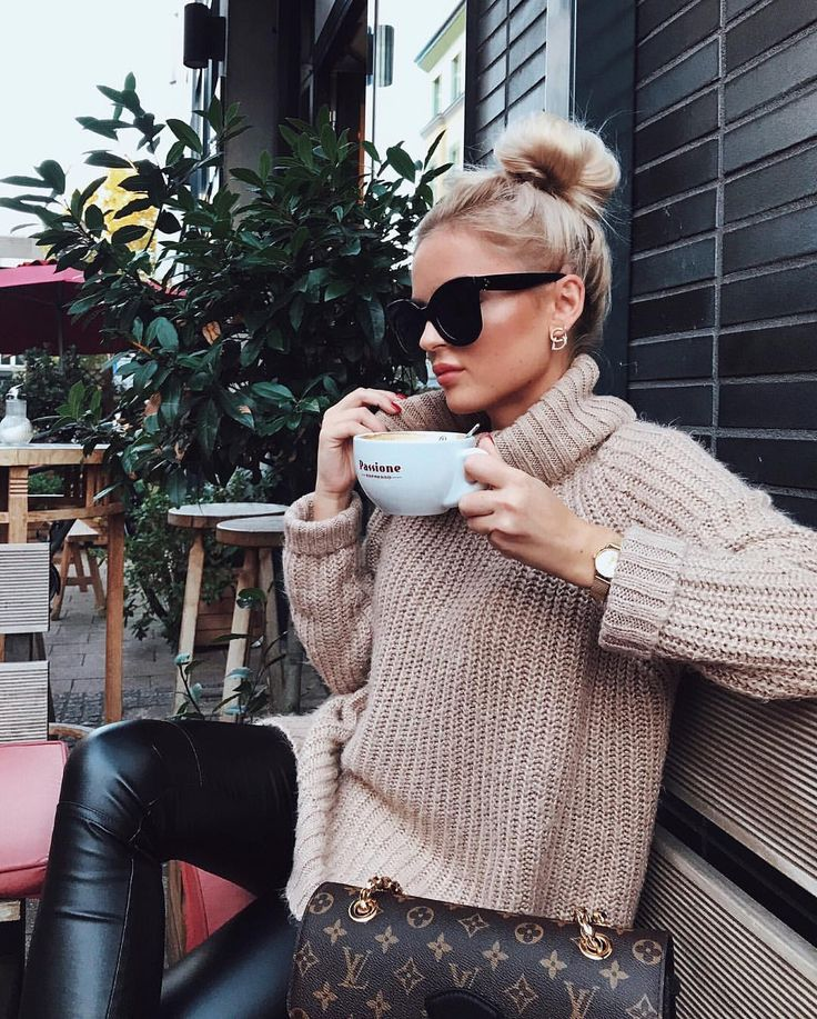Cozy oversized sweater, black leather leggings and Louis Vuitton bag
