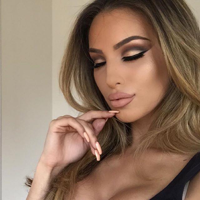 gold dramatic cut crease eye makeup, rosey ,lips