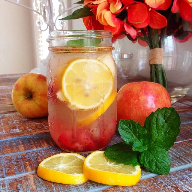 Detox Water for Craving Control & Beautiful Skin: 1 to 2 L of water, 1 lemon, 5 strawberries sliced, 1 apple sliced, handful of fresh mint leaves, 1 tsp of cinnamon and a handful of ice.