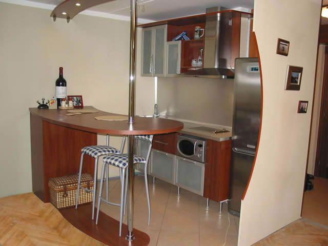 Стильная барная стойка на кухне -
